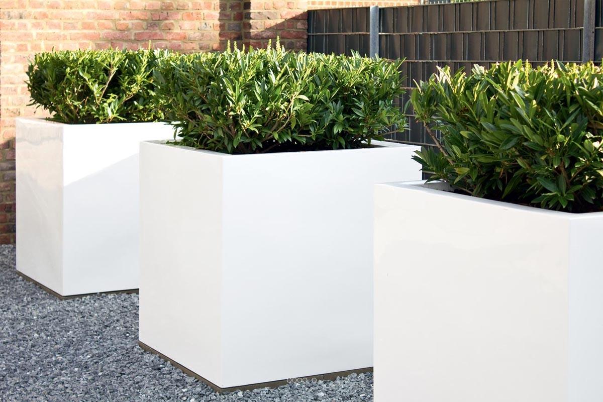 bac en resine et fibre busy pour l exterieur du site. Black Bedroom Furniture Sets. Home Design Ideas